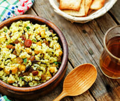 Oliven-Reis-Salat mit Melanzani