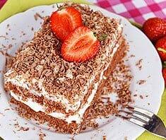 Einfache Erdbeer-Buttermilch-Schokotorte