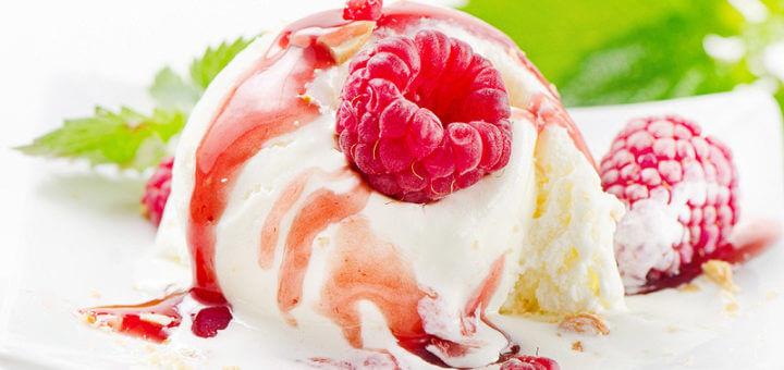Vanilleeis auf Beerenmark | Rezept
