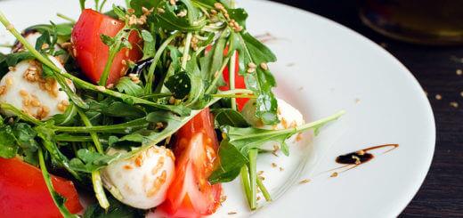 Mozzarella mit Tomaten und Rucola | Rezept