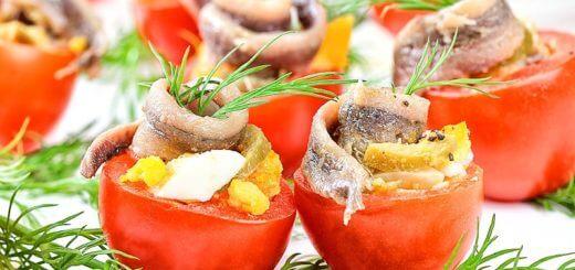 Gefüllte Paradeiser mit Ei und Sardellen | Rezept