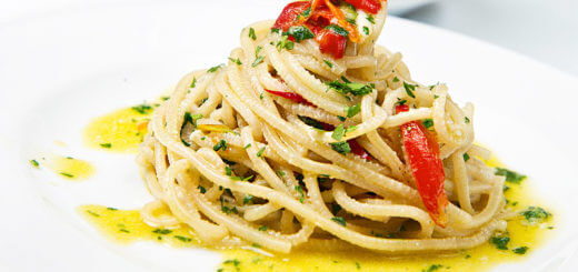 Spaghetti mit Pfefferoni, Knoblauch, Basilikum | Rezept