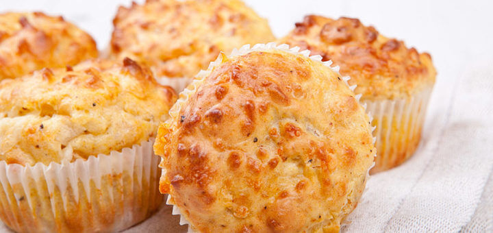 Pikante Käsemuffins mit Bacon | Rezept