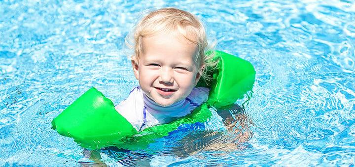 Sonnenschutzbekleidung: Strandmode schützt vor Sonnenbrand