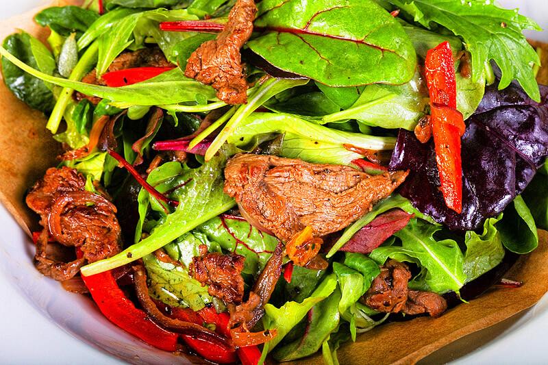 Thailändischer Rindfleischsalat (Yam Nuea Yang)