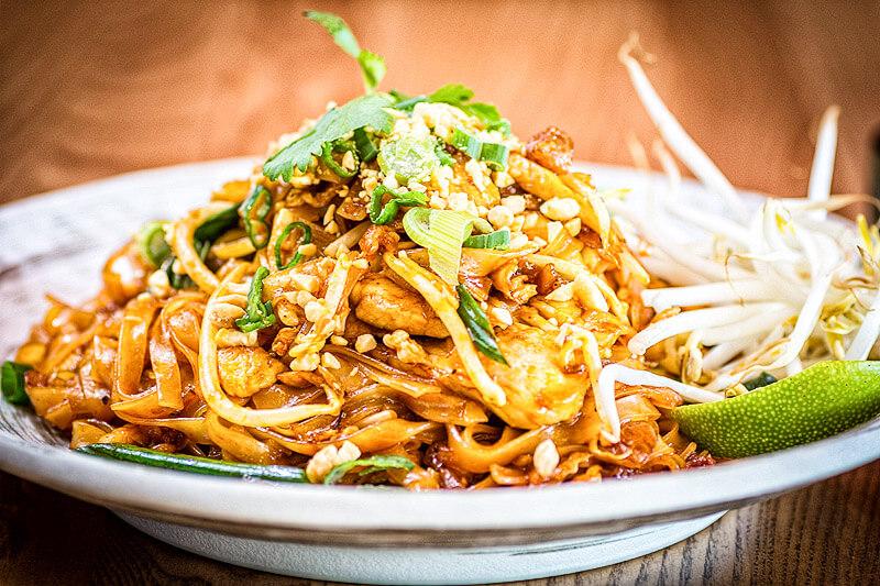 Pad Thai Nudeln mit Tofu und Erdnüssen