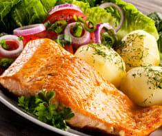 Lachsforelle mit Salat