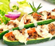 Zucchini mit Paprikasauce