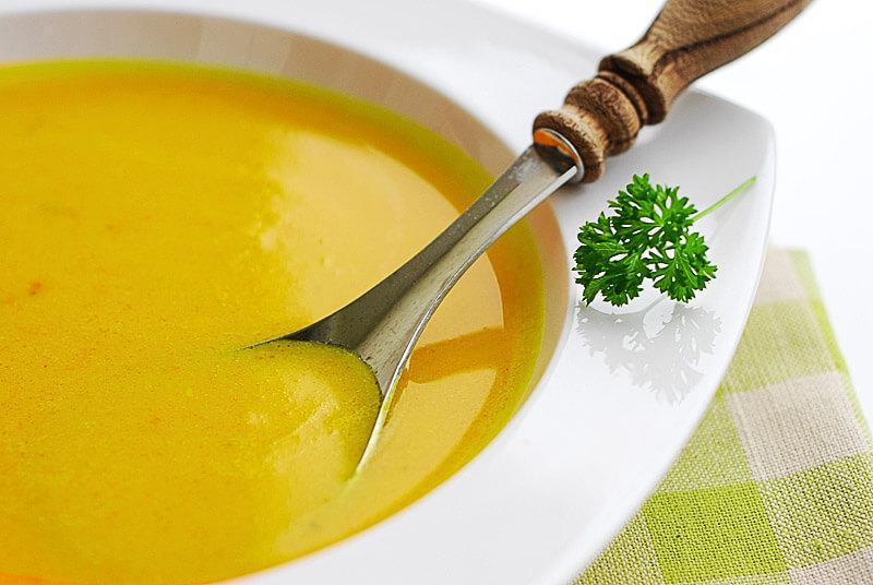 Gemüse-Kurkuma-Suppe | Rezept