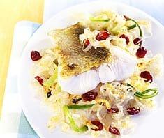 Zander mit Sauerkraut und Cranberries