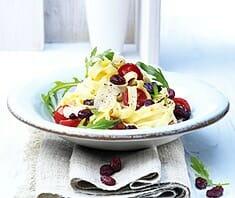 Tagliatelle mit geschmolzenen Tomaten und Cranberries