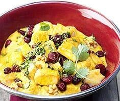 Indisches Chicken Curry mit Cranberries, Walnüssen und Duftreis