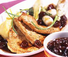 Kalbsschnitzel mit feiner Cranberry-Balsamico-Sauce