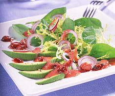 Spinatsalat mit Avocados und Cranberries
