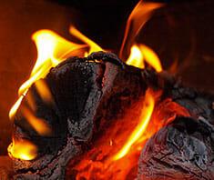 Feinstaubbelastung durch Kamine, Kerzen & Räucherstäbchen