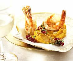 Jumbo-Garnelen mit Süßkartoffelpüree und Minz-Cranberry-Gremolata