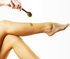Sugaring oder Waxing? Haarentfernungsmethoden im Test
