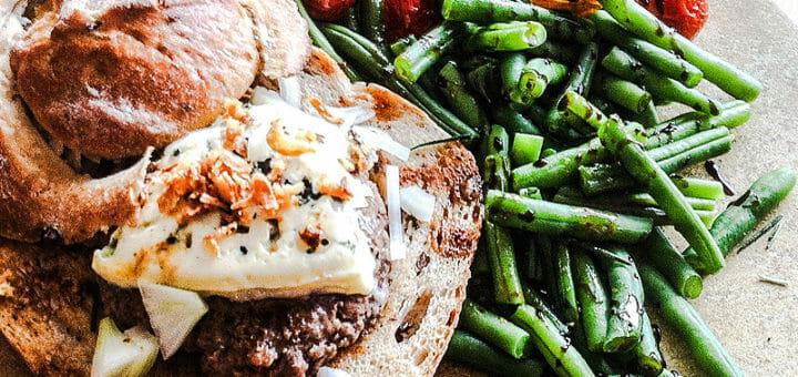 Burger mit Gorgonzola - Blue Cheese Burger