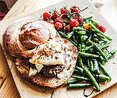 Burger mit Gorgonzola - Blue Cheese Burger