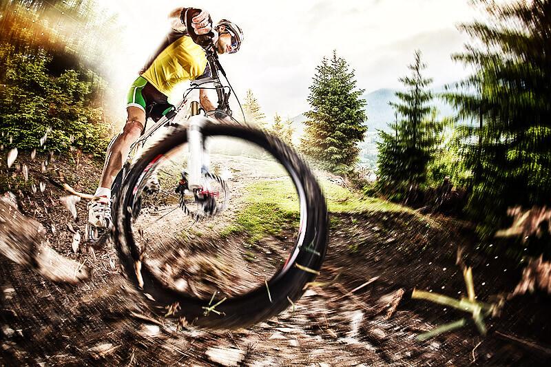 Downhill Mountainbiken - gesunder Actionspaß für Jung und Alt