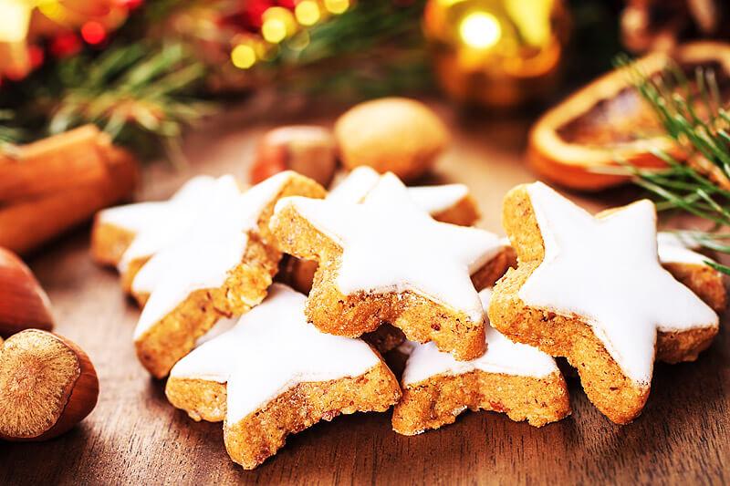 frisch gebackene Zimtsterne ohne Gluten