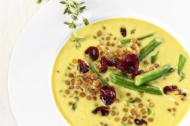 Grüne Linsensuppe mit Cranberries