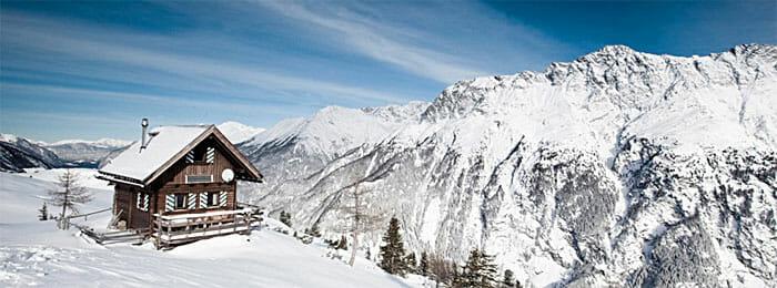 Hahlkogelhaus vor Alpenpanorama