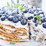 Schwedische Pfannkuchentorte mit Heidelbeeren