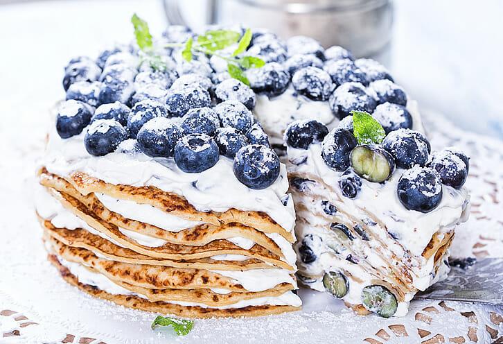Schwedische Pannkakor Torte mit Heidelbeeren