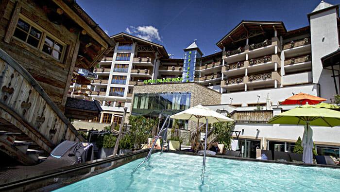 Hotel Alpine Palace New Balance Luxus Resort Aussen Ansicht im Sommer