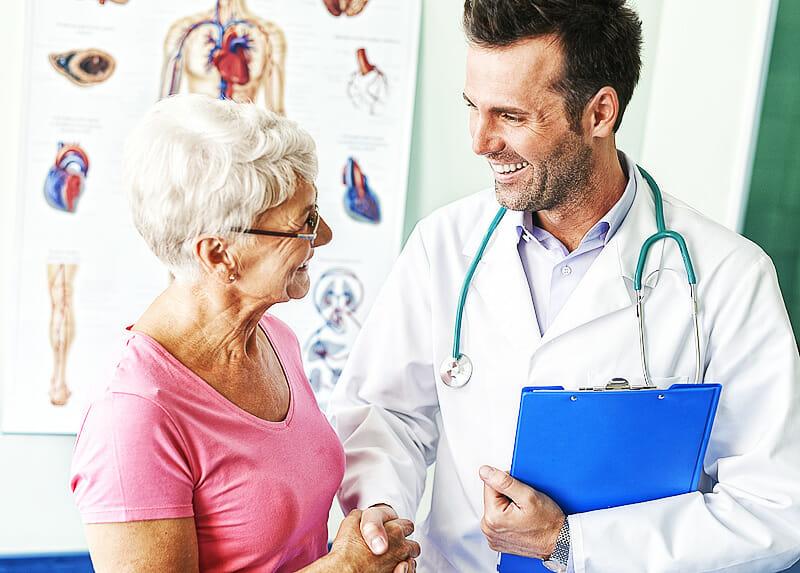 Patientin und Arzt