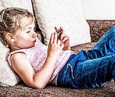Smartphones: Internet, Handy & Co  – Elternguide für Kinder und Teens