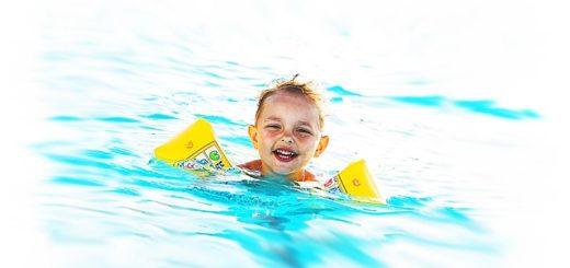 Vorsicht am Wasser: So beugen Sie Badeunfällen mit Kindern vor