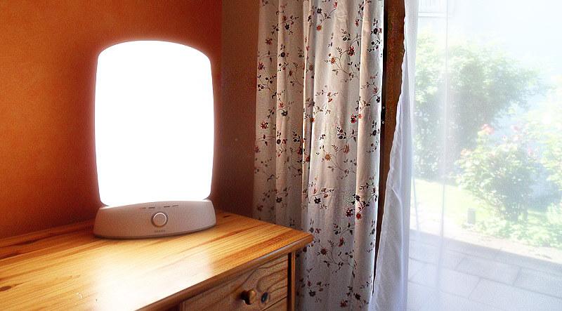 Lichtdusche: Tageslichtlampe im Einsatz
