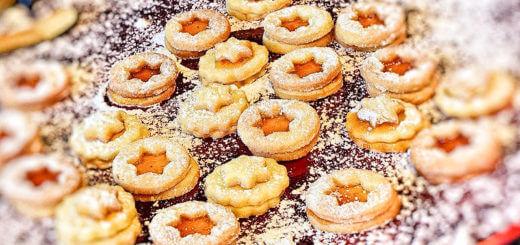 Weihnachtskekse und Weihnachtsbäckerei