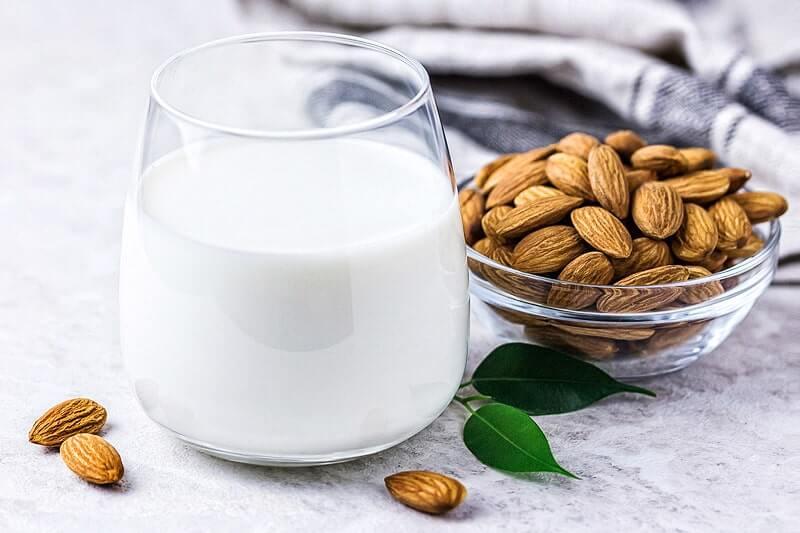 Mandelmilch selbst gemacht   Rezept