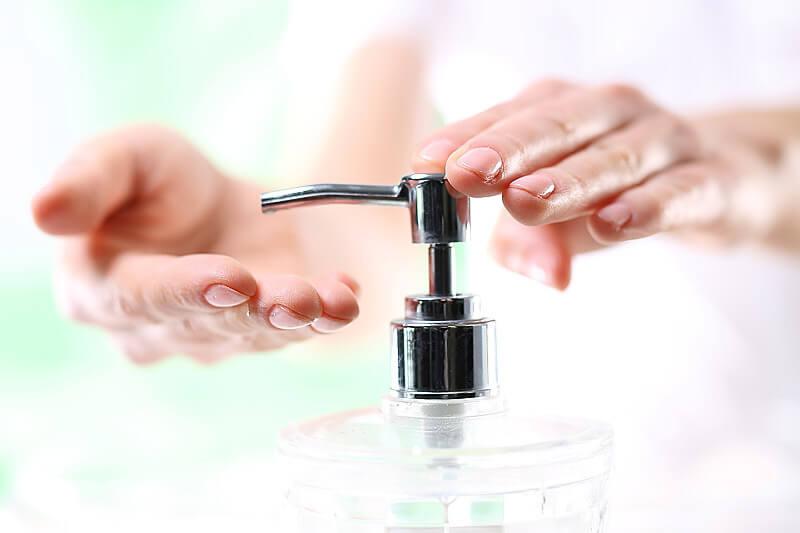 Händewaschen schützt mit Flüssigseife