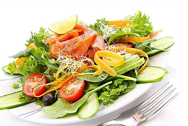 Montignac-Diät - Salat mit Räucherlachs