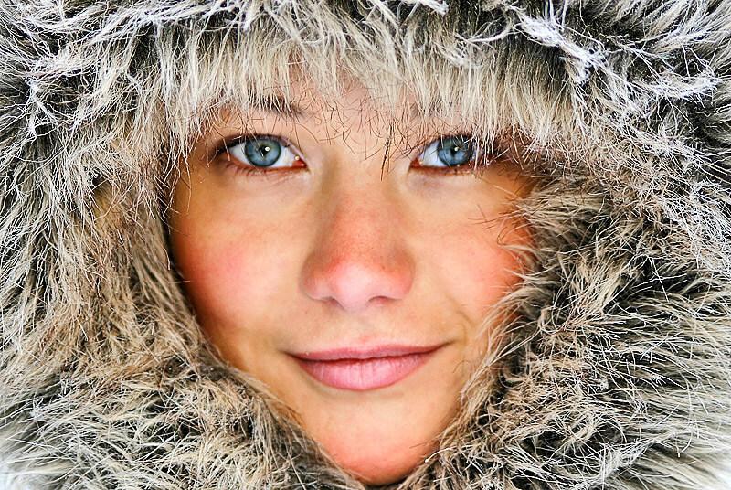 Frauengesicht in der Winterkälte