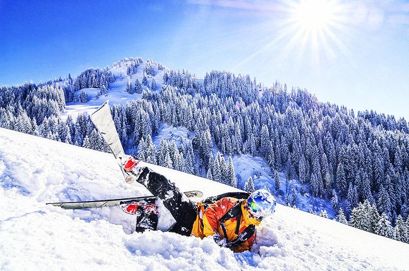Sturz im Schneee - was tun um Skiunfälle zu vermeiden