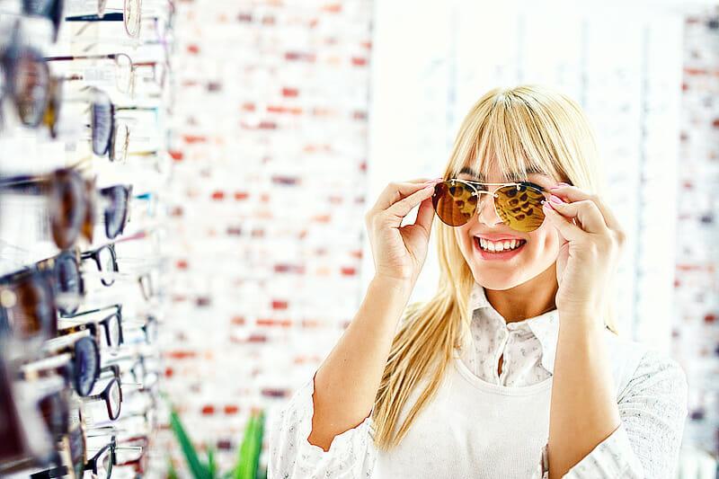 Ganzjähriger Schutz: Tipps zum Kauf einer Sonnenbrille