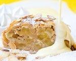 Apfelstrudel mit Vanillesauce | Rezept