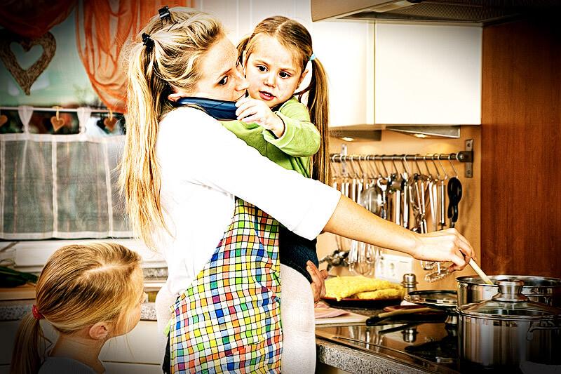 Mutter mit Kindern im Stress