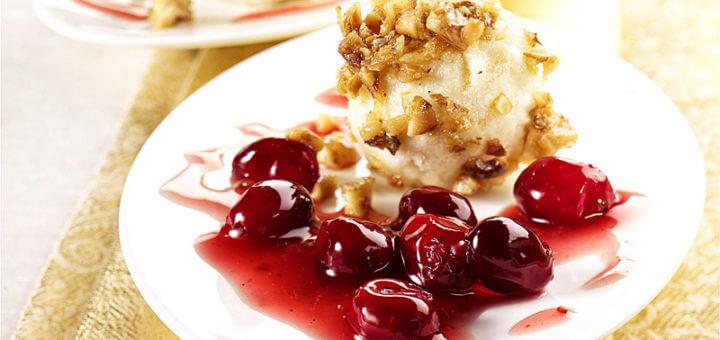 Topfenknöderl mit Cranberry-Sauce | Rezept