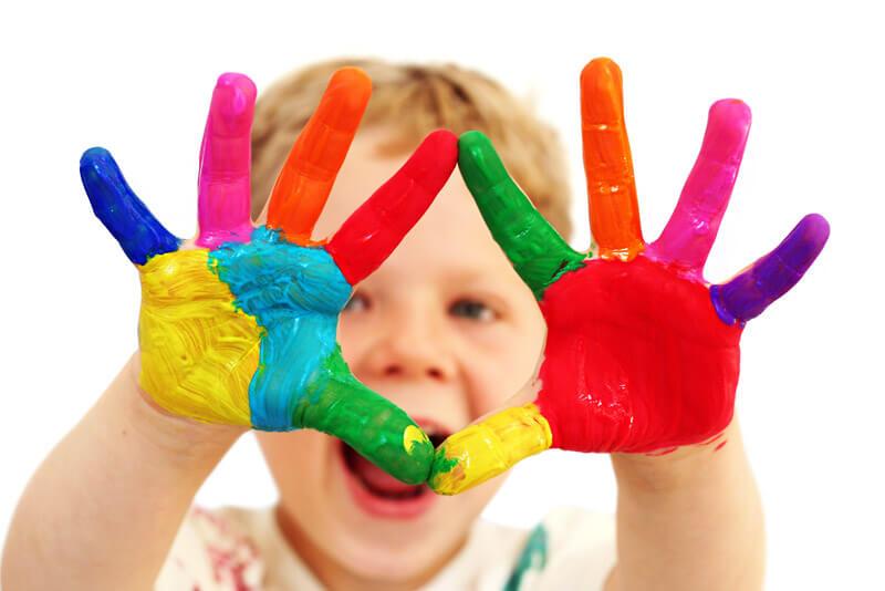 Glückliches Kind im Kindergarten