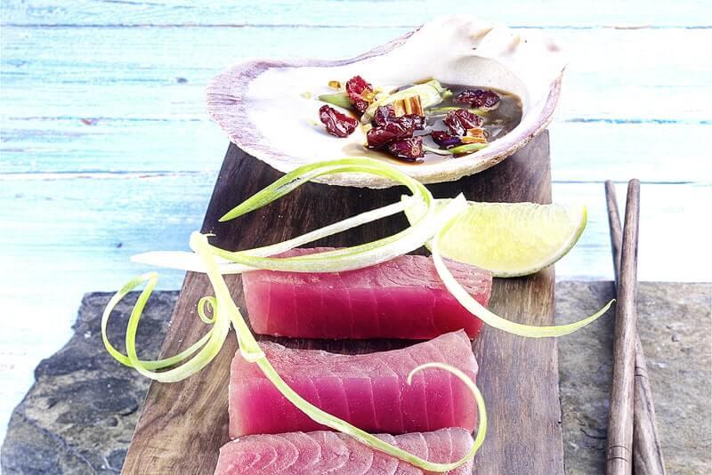 Thunfisch-Sashimi mit Cranberry-Dip