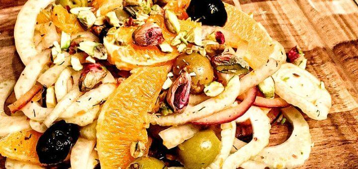 Orangen-Fenchel Salat mit Oliven & Pistazien