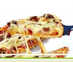 Knusper-Pizza mit Feta & Oliven