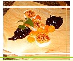 Ziegenkäse karamellisiert mit Powidl und Früchten | Rezept