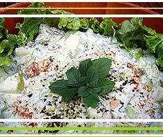 Persuischer Gurkensalat mit Nüssen und Minze